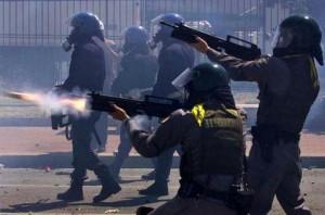 Guardia di Finanza con AR70-90 e lanciagranate