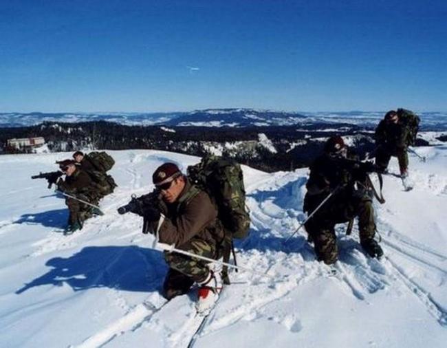 """Forze Speciali - IX Reggimento d'Assalto Paracadutisti """"Col Moschin"""" - Esercito Italiano"""